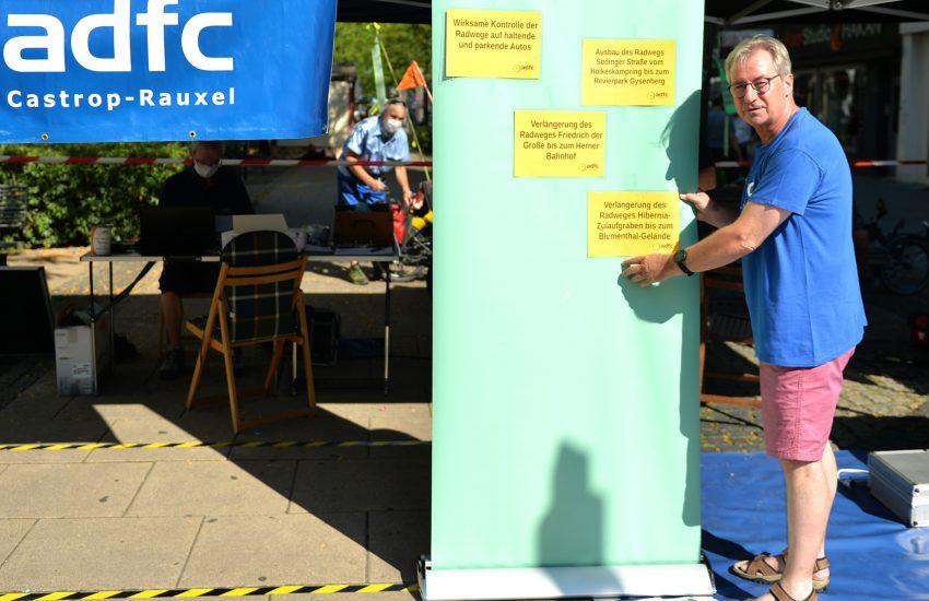Fahrrad-Codier-Aktion des ADFC auf der Bahnhofstraße. im Bild: Michael Thomasen 1. Vorsitzender ADFC Herne.