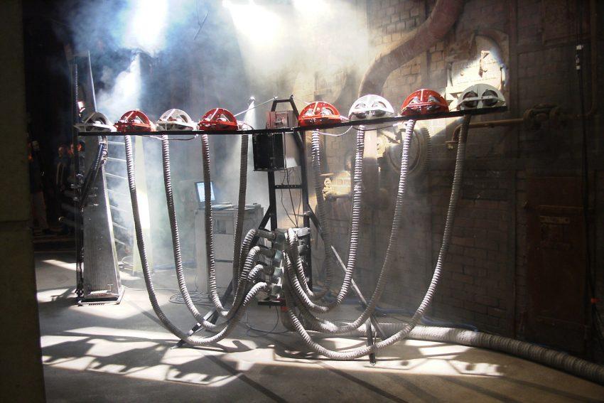 Die Sirene Oktopussy: Ein Instrument, ausgestattet mit acht Tandem-Motoren und acht Luftschläuchen.