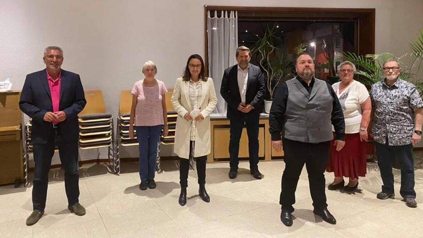 (v.li.) Arnold Plickert (stv. Vorsitzender, Herlinde Manns (stv. Schriftführerin), Michelle Müntefering (stv. Vorsitzende), Martin Kortmann (Vorsitzender), Michael Wippich (Kassierer), Hannelore Wippich (Schriftführerin) und Gerhard Wippich (stv. Kassierer).