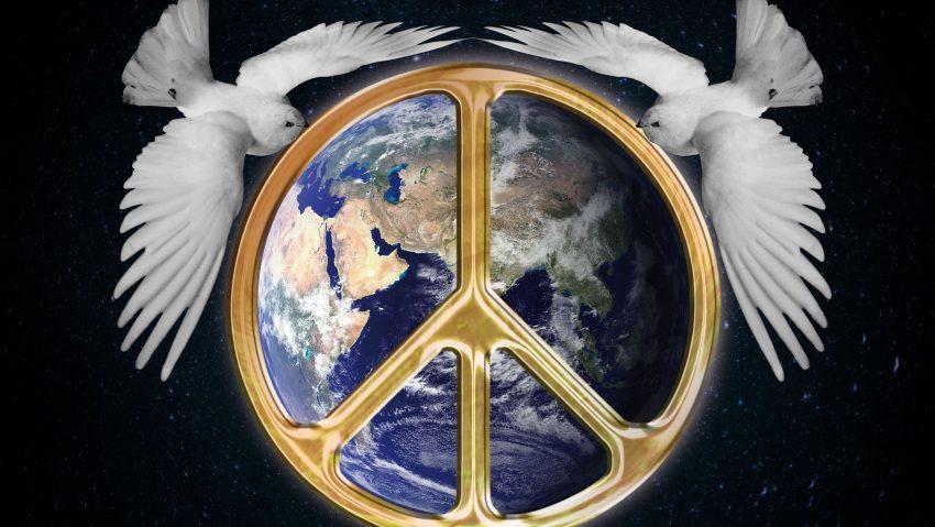 Friedenssymbol mit Friedenstauben.
