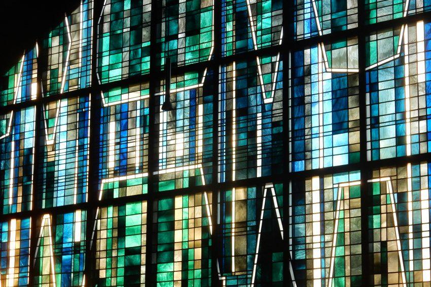 Glasfenster der Dortmunder Künstlerin Hilde Hoffmann-Schulte.