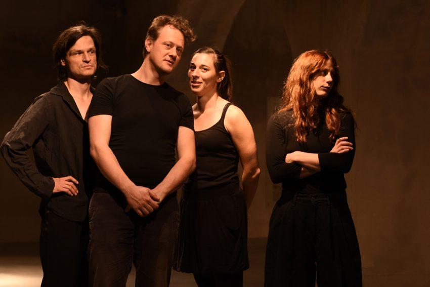 v.l. Oliver Möller, Maximilian Strestik, Nele Sommer, Laura Thomas in Faust.