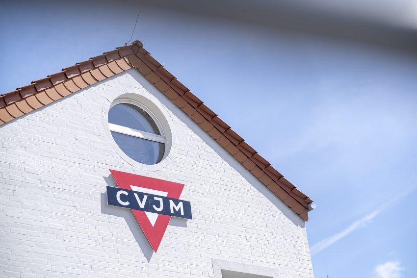 Das Logo des CVJM am Ludwig-Steil-Forum in Herne (NW), am Donnerstag (22.04.2021).