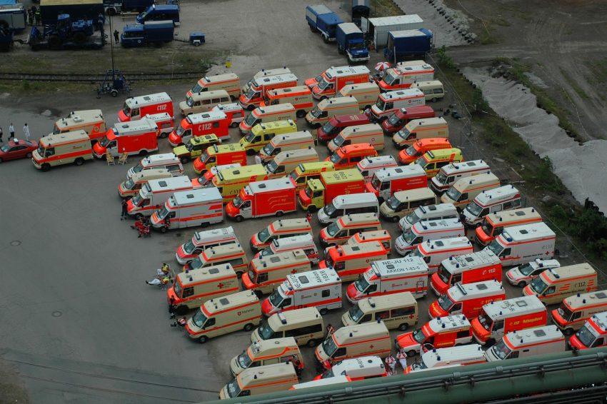 Einsatzfahrzeuge im Bereitstellungsraum zur WM 2006.