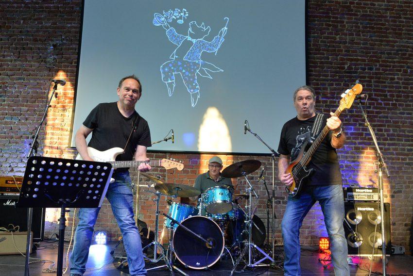 Der Schweinemai wird 40 - Videoaufnahmen zum Jubiläum. im Bild: 'Guntram Leuchtkäfer Band': Jochen Bauer Gitarre und Gesang, Ernst Kammann Bass, Stefan Schreiner Schlagzeug.