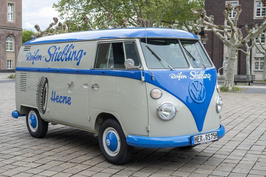 Vorstellung eines restaurierten VW Bus T1 von Reifen Stiebling in Herne (NW), am Donnerstag (09.05.2019) auf dem Rathausvorplatz.