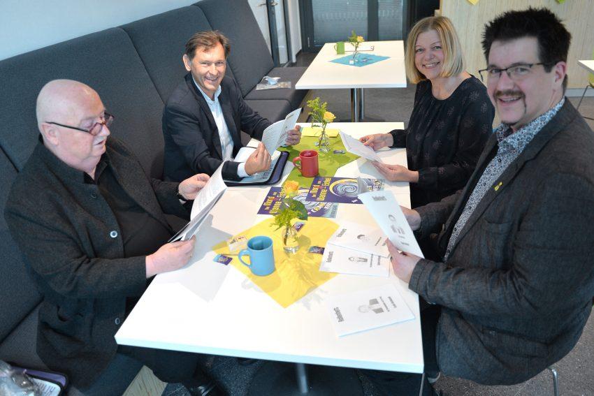 Beim ersten Krimispiel rund um die Cranger Kirmes. v.l. Christian Stratmann, Oberbürgermeister Dr. Frank Dudda, Susanne Klaus und Spieleerfinder Thomas Moder.