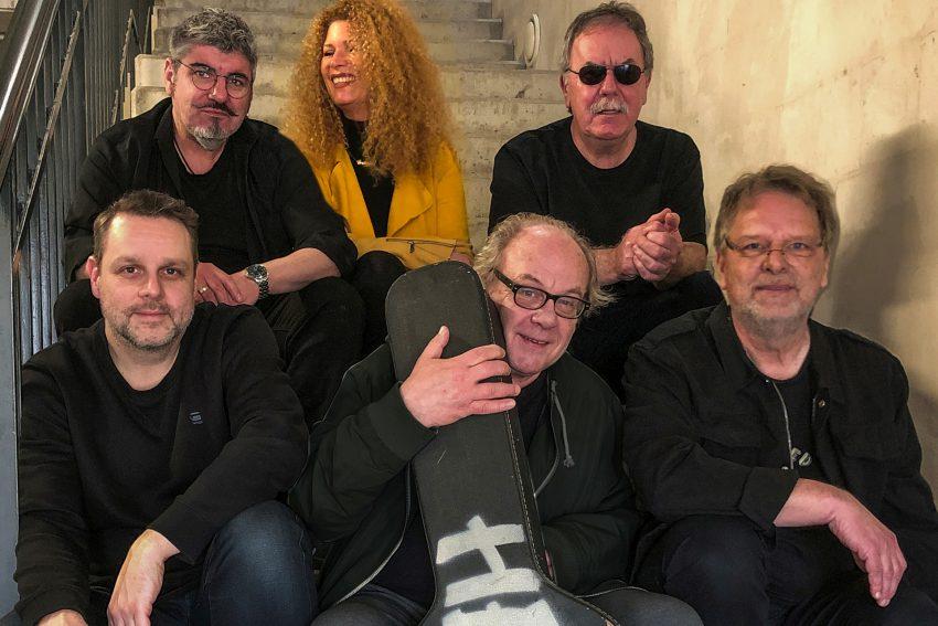 v.l.Olaf Scherf, Grazia Bradi, Gerd Linke, (untere Reihe v.l.) Kolja Maletzki, Rainer August Koslowski, Wolfgang Berke - die Rockband HERNE 3.