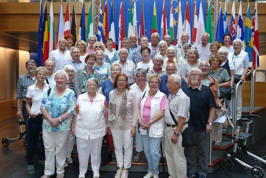 Mitglieder der Gesellschaft für Heimatkunde in Straßburg.
