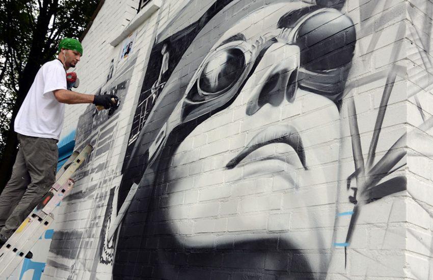 Goran Grubac aus Dortmund vom Künstler-Team More than that bei Fassadengestaltung Feldstraße / Ecke Teichstraße...
