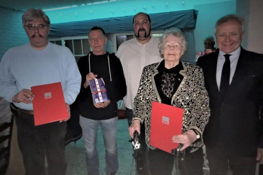 Jubilare v.l. Gerald Widera, Peter Leffler, Matthias Bluhm (Vorsitzender), Hermine Deschouffour, Horst Schiereck (Oberbürgermeister a.D.).