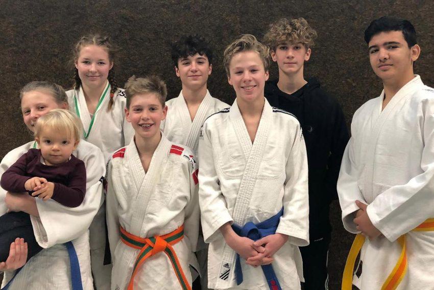 Die erfolgreichen 7 DSC-Judoka: Pia Ciupczyk; Quirin Dietz; Fabian Gößling; Artem Amoian; Manuel Gößling; Carolin Hillebrand; Philip Madeji.