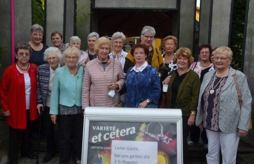 Der Frauenchor Wanne-Eickel 1953 löst sich auf.