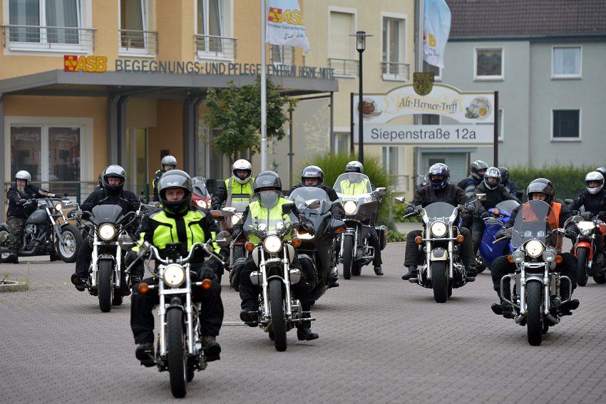Start zur 10. ASB-Motorradtour.