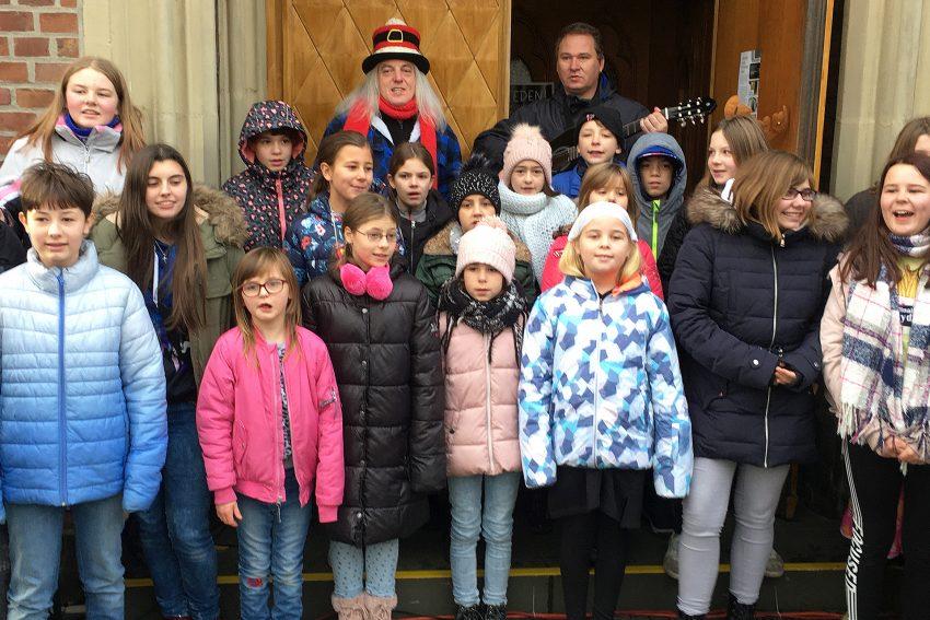Graf Hotte und die Sunrise Kids beim Adventsbasar rund um St. Laurentius.