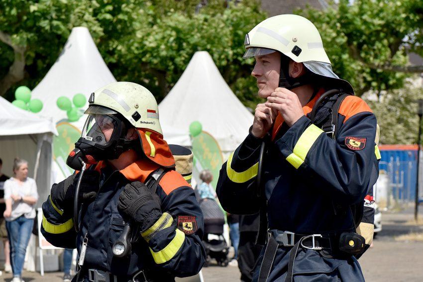 Feuerwehrleute beim Woges Treppenhauslauf.