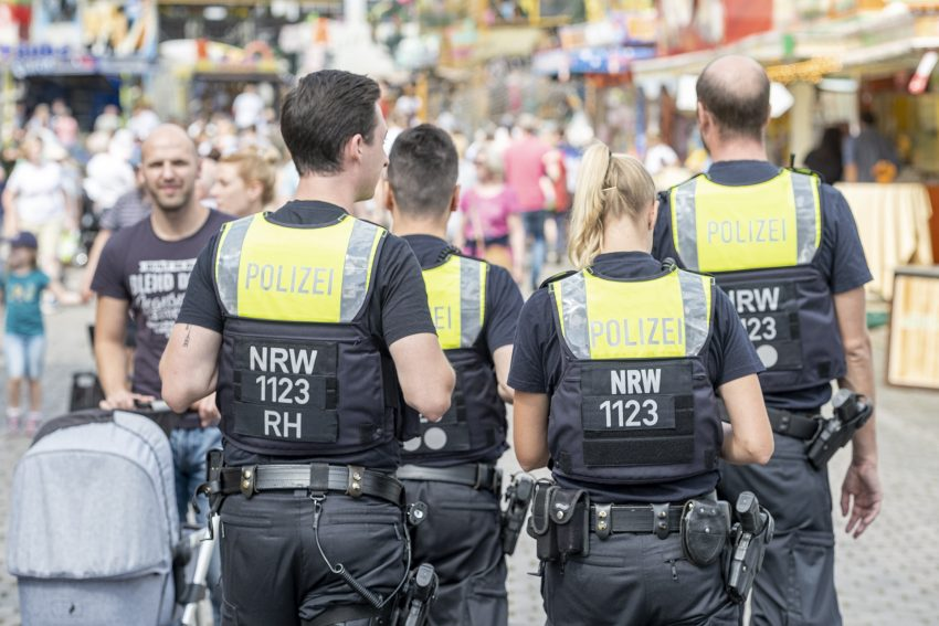 Polizisten auf Streife auf der Cranger Kirmes 2019 in Herne (NW), am Sonntag (04.08.2019).