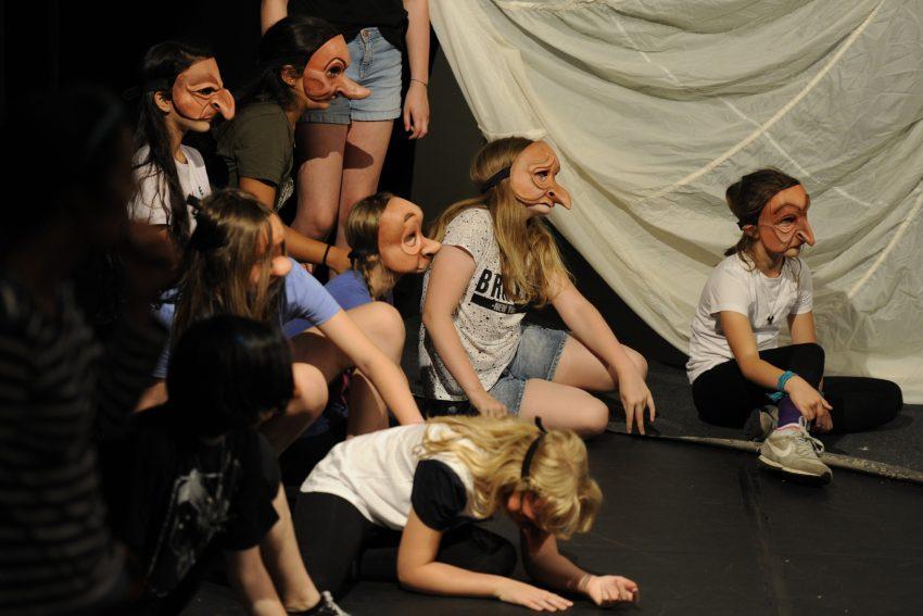 Das Theater Traumbaum bietet Schauspielkurse-homeacting online an.