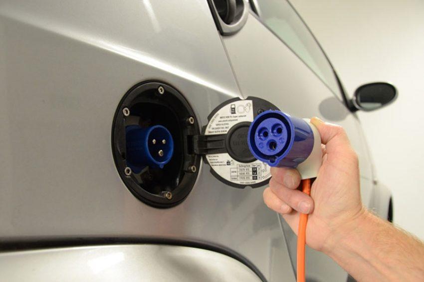 Elektroauto schont die Umwelt.