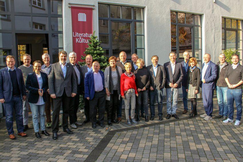 Fraktionsvorsitzende und Bundestagsabgeordnete aus dem Ruhrgebiet vor dem Literaturhaus. November 2019
