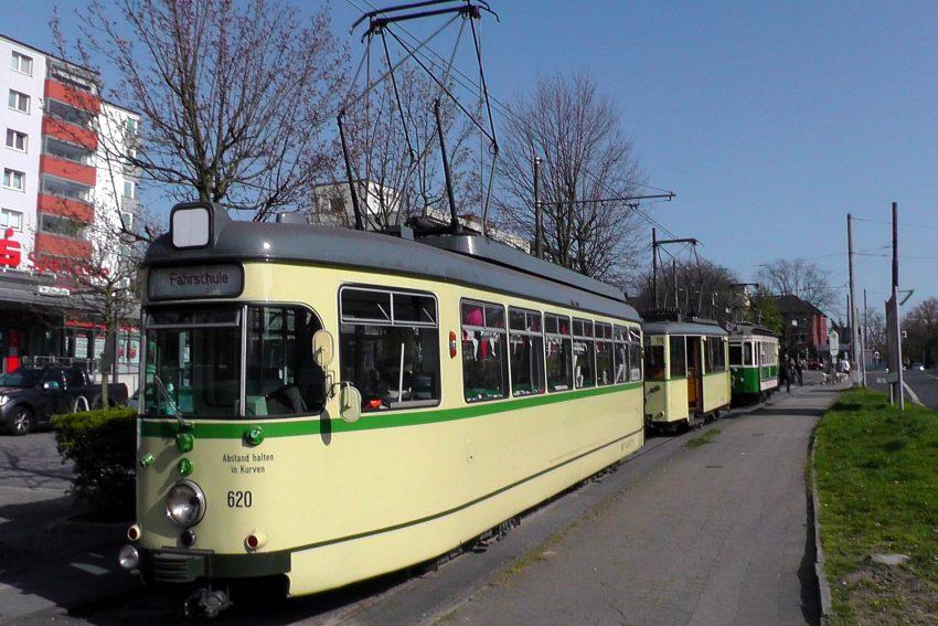 Straßenbahnoldies fahren durch Herne.