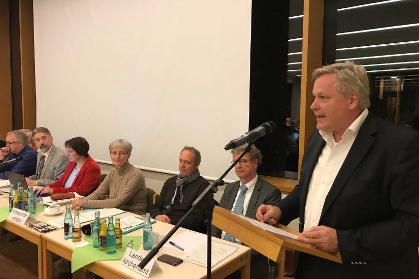 Verwaltungsleiter Burkhard Feige bei der Haushaltseinbringung.