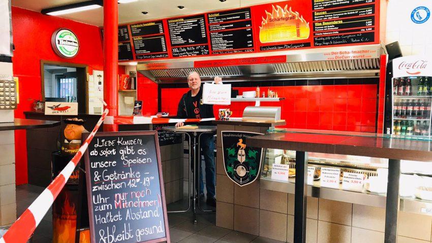 Gerd Herzog kann in der Currywurst nur noch Speisen zum Mitnehmen anbieten.