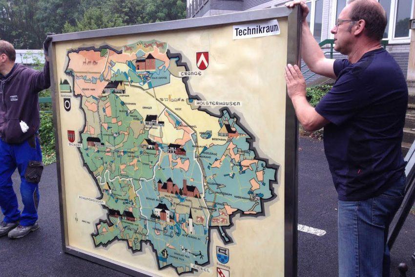 Transport der Heimatkarte nach Paderborn.