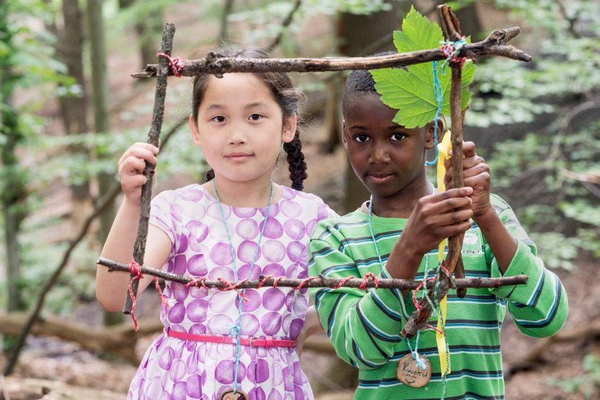(foto nur für dreizeit ) dreizeit-Teilnehmer bei Aktivitäten im Themenfeld Wald.