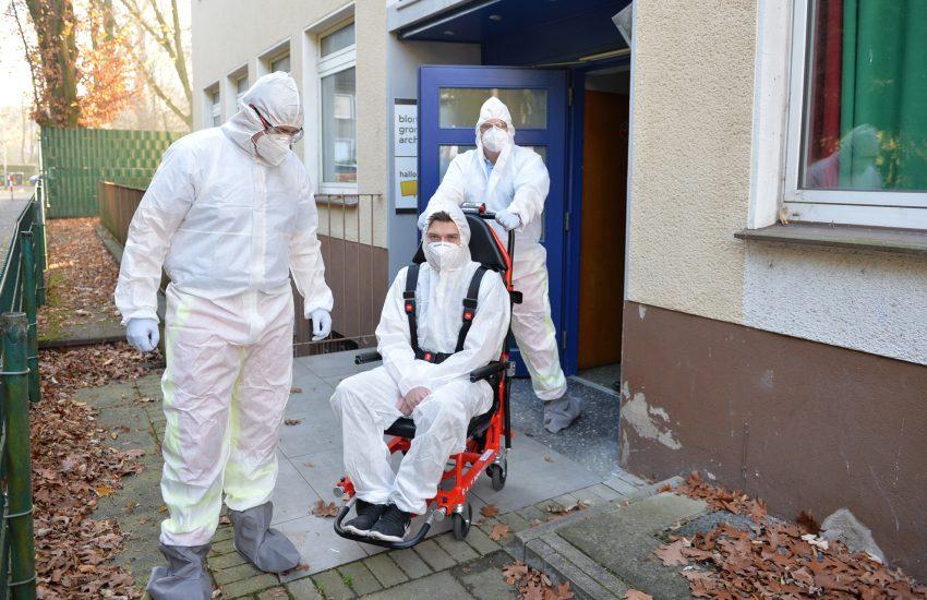 Transport eines 'fiktiven coronainfizierten' Patienten' durch die Firma Hospitrans.