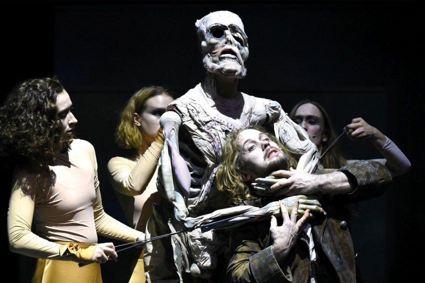 Piotr Procheras Frankenstein und seine Kreatur.