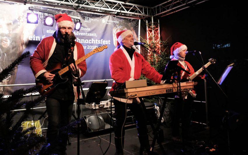 Rocking Santas.