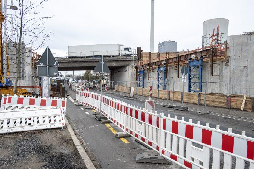 Die Baustelle für den Neubau der Brücke an der Forellstraße über die Bundesautobahn A43 in Herne (NW), am Samstag (09.03.2019).