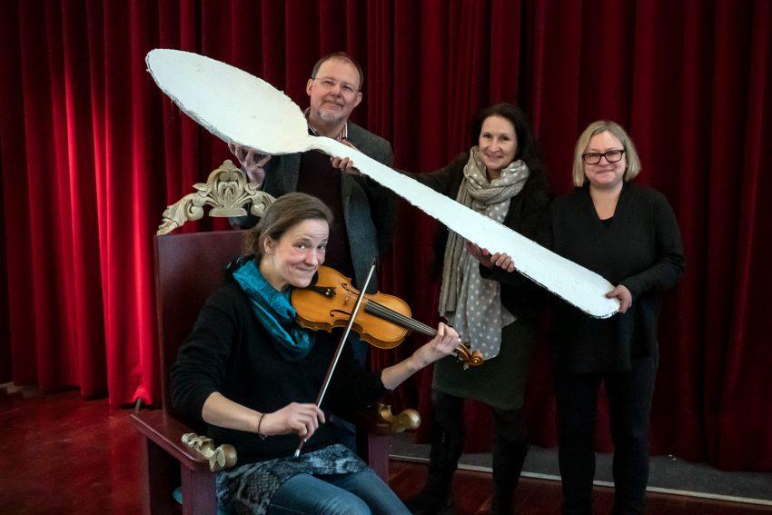v.l. stehend: Jochen Hoss, Andrea Prislan, Daniela Gerull-Haas (Kunstpädagogin), Franziska Urton (sitzend).
