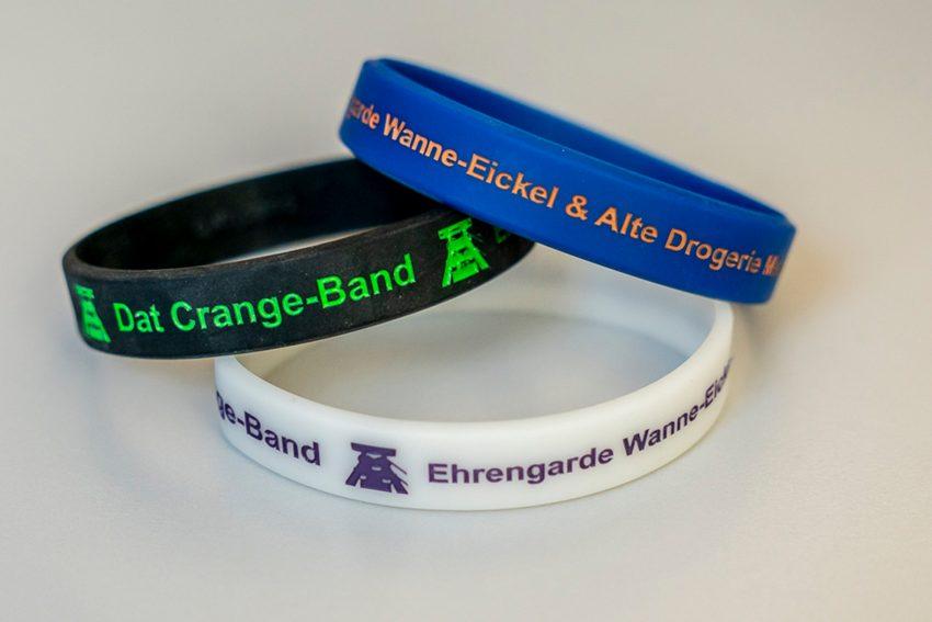 Crange-Bänder werden ab Ende Juni verkauft und der Erlös geht in jedem Jahr an die unterschiedlichsten Vereine.