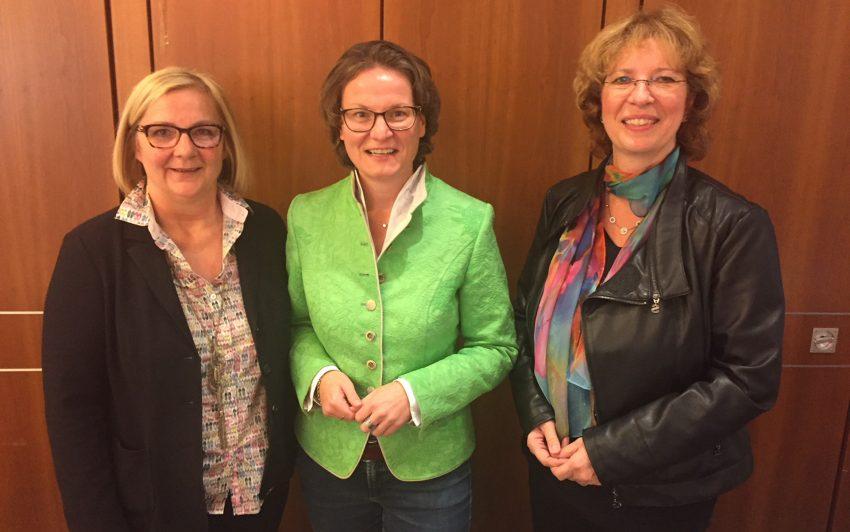v.l. Andrea Oehler, Ina Scharrenbach, Bettina Szelag.