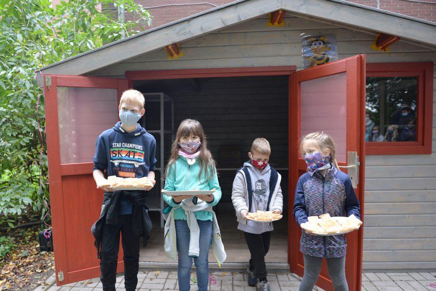 Bienenhaus-Eröffnung: Natürlich gab es Schnittchen mit eigenem Honig.