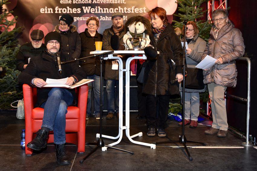 Arbeitslosenzentren luden zur Weihnachtsaktion auf dem Robert-Brauner-Platz ein.