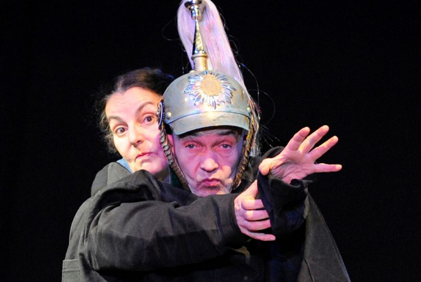 Theater Traumbaum: mit dem Stück Märzstürme- für ältere Menschen.