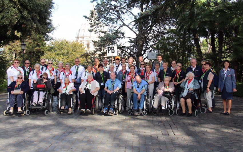 Pilgergruppe in den Vatikanischen Gärten.