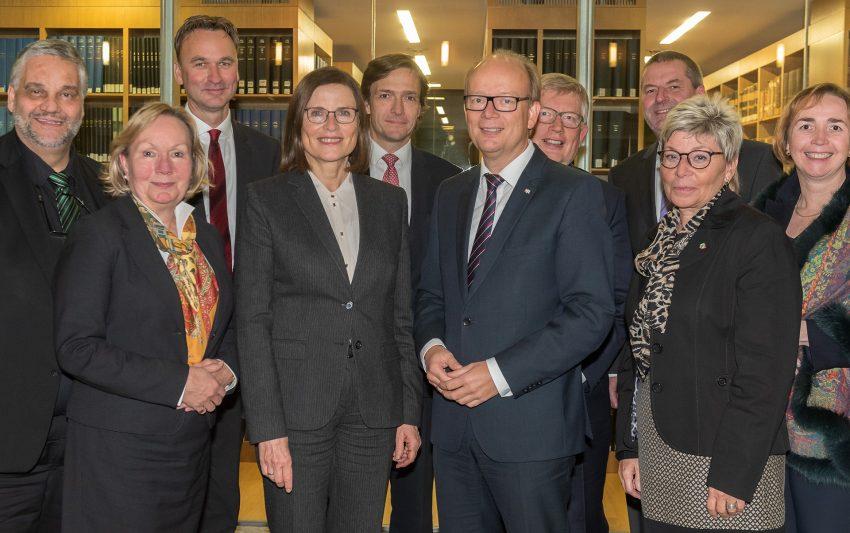 Mitglieder des Präsidiums des Landtags und des Verfassungsgerichtshofs.