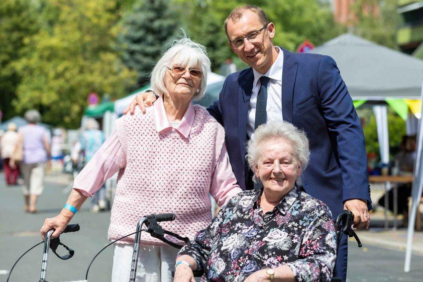 Jacek Michalak, Leiter des Seniorenzentrums St. Georg Herne, feierte gemeinsam mit den Bewohnern, Angehörigen und Nachbarn das letzte Sommerfest am alten Standort