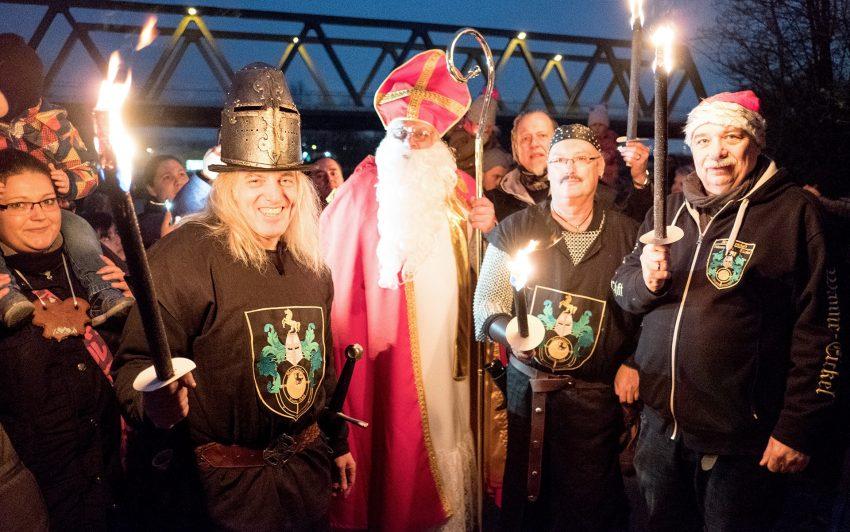 Der Nikolaus und die Mondritter.