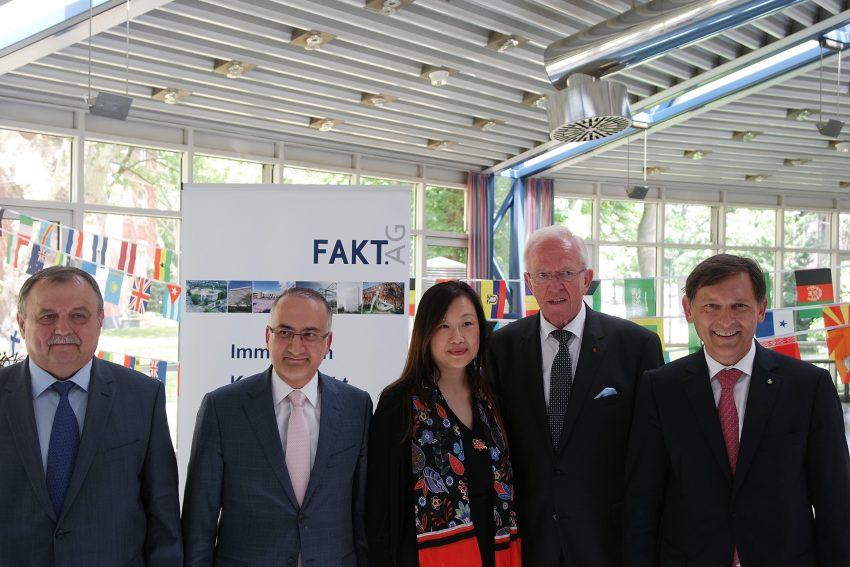 v.l. Die Generalkonsule und Vertreter von Rußland, Türkei und China , Hubert Schulte Kemper, Frank Dudda (OB Herne)