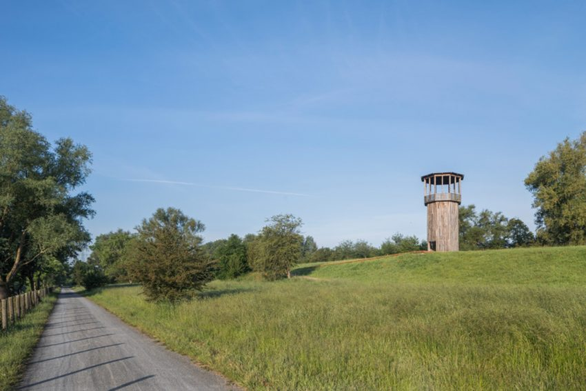 "Die erste Kunstradtour entlang der Emscher führt auch zu Tadashi Kawamatas ""Walkway and Tower""."