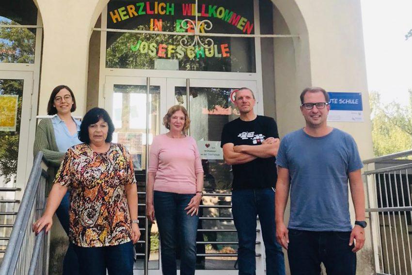 SPD-Politiker waren zu Besuch an der Josefschule.