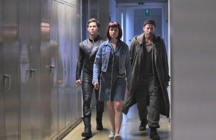 Die Superhelden Elmar (Tim Oliver Schultz, l.), Wendy (Cornelia Gröschel, M.) und Marek (Wotan Wilke Möhring, r.) wollen Gerechtigkeit.