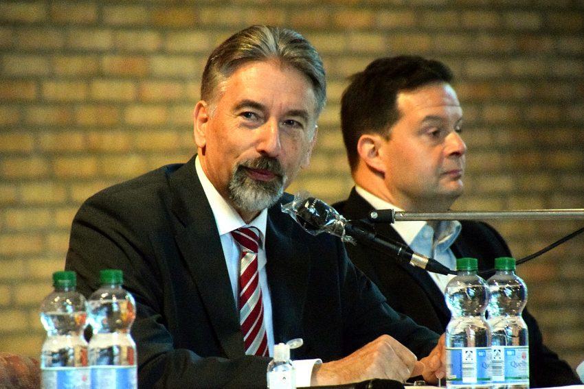 Der scheidende Superintendent, Reiner Rimkus, bei der Kreissynode am 3.10.2020.