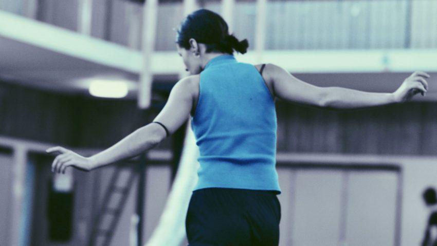 """Konstantina Chatzistavrou probt """"What shall I (ever) do?"""", die erste von sechs Choreographien."""