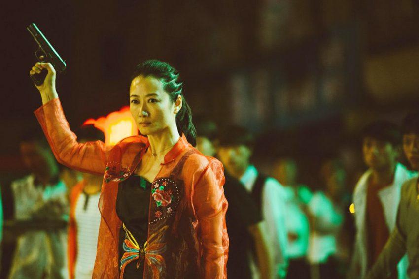 Das Mafia- und Liebesepos 'Asche ist reines Weiß' erzählt in drei Episoden vom Auseinanderdriften zweier Liebender und einer Reise den Yangtse hinauf